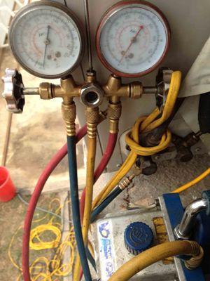 thiết bị kiểm tra gas điều hòa