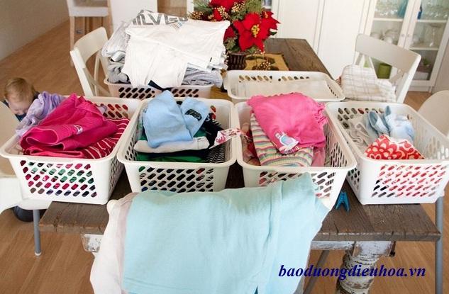 Phân loại đồ trước khi giặt