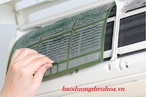 Tấm lưới lọc không khí cần vệ sinh 2 tuần một lần