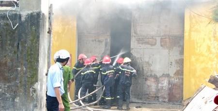 Kho điện máy bị cháy rụi